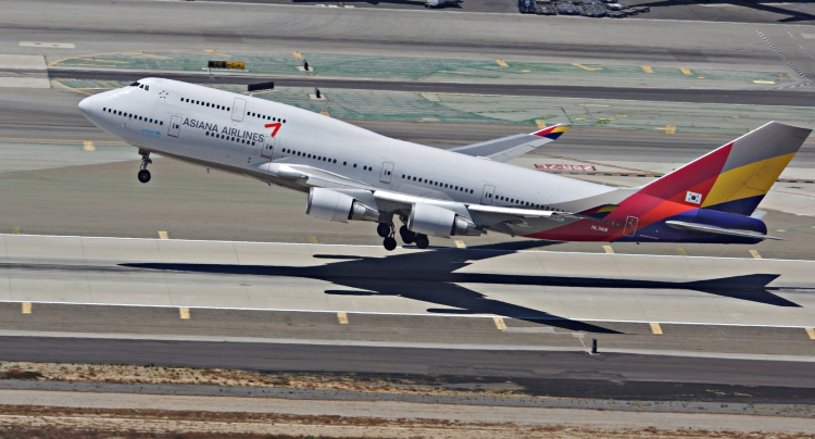 Asiana Airlines B-747-400 Rotation